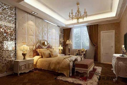 尽显卧室的优雅风姿;床头背景墙那欧式铁艺